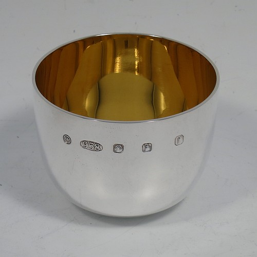 A very handsome Britannia Standard Sterling Silver tumbler cup / beaker, having a plain round body, and a gold-gilt interior. Made in Sheffield in 2016. The dimensions of this fine hand-made tumbler cup are height 4.5 cms (1.75 inches), diameter 6 cms (2.3 inches), and it weighs approx. 84g (2.7 troy ounces).