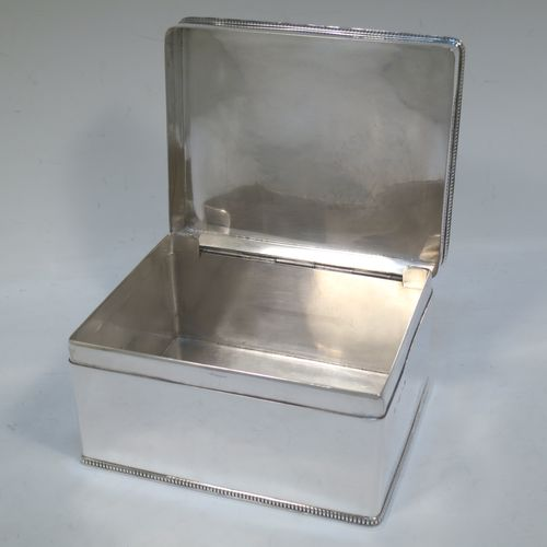 A very elegant and simple Sterling Silver table box, having a plain rectangular body with straight sides and applied gadroon borders, a hinged lid, and sitting of a flat base. Made by Hukin and Heath of Birmingham in 1937. The dimensions of this fine hand-made silver table box are length 15 cms (6 inches), width 11.5 cms (4.5 inches), height 7.5 cms (3 inches), and it weighs approx. 588g (19 troy ounces)