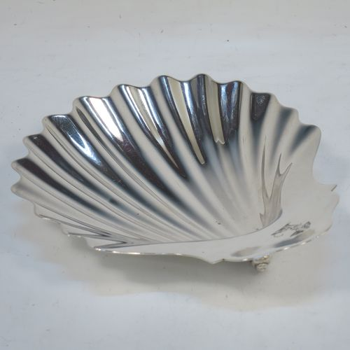 A very handsome Antique Georgian Sterling Silver butter shell, having a hand-chased traditional scallop shape, and sitting on three cast conch shell feet. Made by William Plummer of London in 1790. The dimensions of this fine hand-made antique silver butter shell are length 14.5 cms (5.75 inches), width 12 cms (4.75 inches), and with a weight of approx. 110g (3.5 troy ounces). Please note that this item is crested.