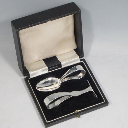 Sterling silver pusher and spoon set, having a plain style with oval bowl, a plain pusher, both with loop handles, and all sitting in their original satin and velvet-lined presentation box. Made by the Barker Brothers of of Birmingham in 1940 The dimensions of this fine hand-made silver christening set are length of spoon 9 cms (3.5 inches), and the total weight is approx. 58g (1.9 troy ounces).