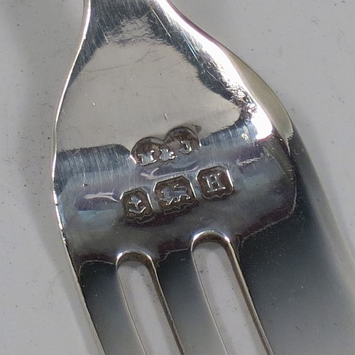 A very pretty Sterling Silver set of six pastry forks, having double-struck Zig-zag and Shell pattern handles, and three tined forks, all in their original cream satin and black velvet-lined presentation box. Made by Marson and Jones of Birmingham in 1932. The dimensions of these fine hand-made silver pastry forks are length 12 cms (4.75 inches), and they weigh a total of 99g (3.2 troy ounces).