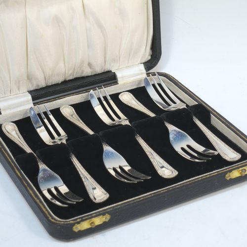 A very pretty Sterling Silver set of six pastry forks, having single-struck pearl and bead handles, and three tined forks, all in their original cream satin and black velvet-lined presentation box. Made by Emile Viner of Sheffield in 1932. The dimensions of these fine hand-made silver pastry forks are length 12.5 cms (5 inches), and they weigh a total of 99g (3.2 troy ounces).