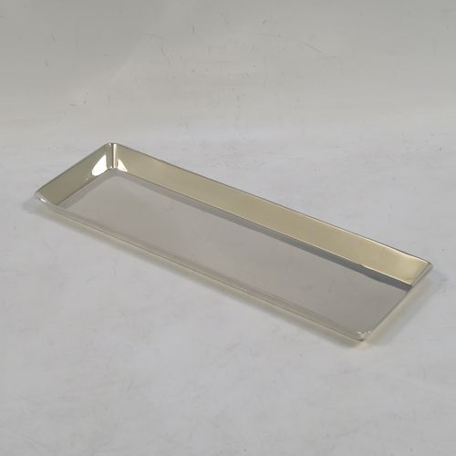 A very elegant Antique Sterling Silver pen tray, having a very plain rectangular body, with angular straight-sided borders, a plain ground, and all sitting on a flat base. Made by the Goldsmiths and Silversmiths of London in 1914. The dimensions of this fine hand-made antique silver pen tray are length 20 cms (8 inches), width 6.3 cms (2.5 inches), and it weighs approx. 120g (3.8 troy ounces).