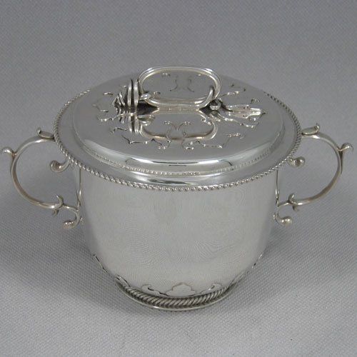 Antique Edwardian Britannia standard silver two-handled porringer with lid, made in London in 1907. Diameter 12 cms, height 12 cms. Weight approx. 15 troy ounces.